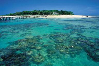 透き通るような海のグリーン島