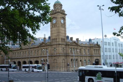 歴史的な建物が立ち並びます