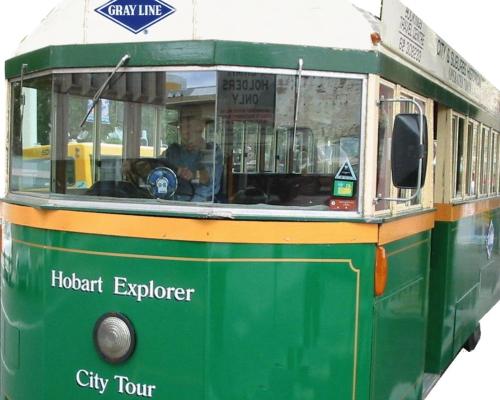 こんなトラムでホバート市内観光へ