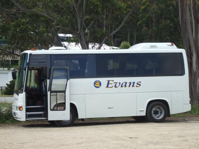 バスをそのままフェリーに載せます