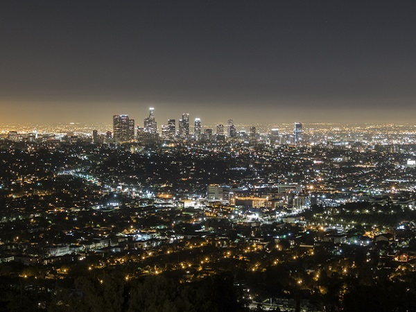 遠くには、LAダウンタウンのビルが見えます