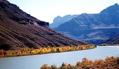 コロラド川を下りましょう。