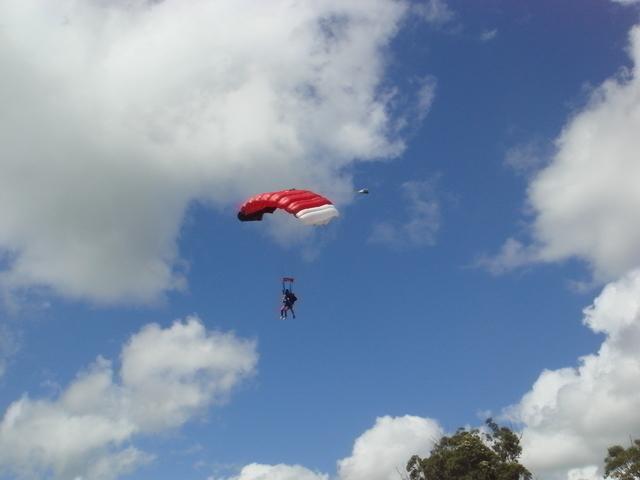 パラシュートが開けば後はゆっくり空中散歩。
