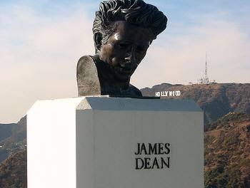 ジェームス・ディーンがお出迎え