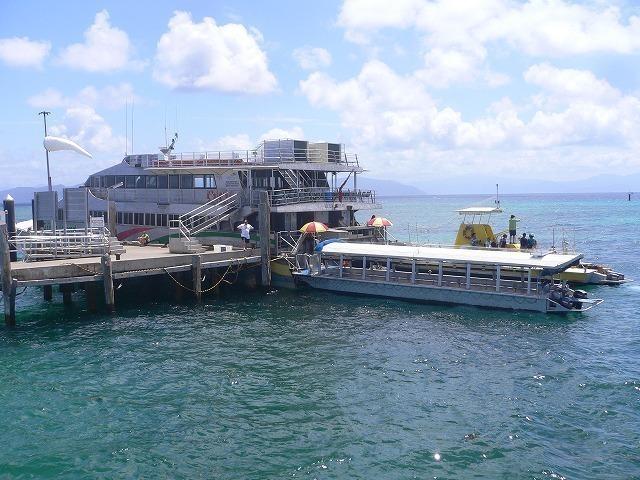 桟橋 & グラスボトムボート