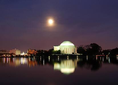 夜のルーズベルト記念館