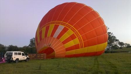 どんどん気球が膨らんでいきます。