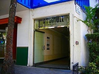 ワチュマルビルの入口です。ここの8階です。