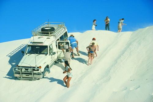 ランセリン砂丘では迫力の4WD走行!