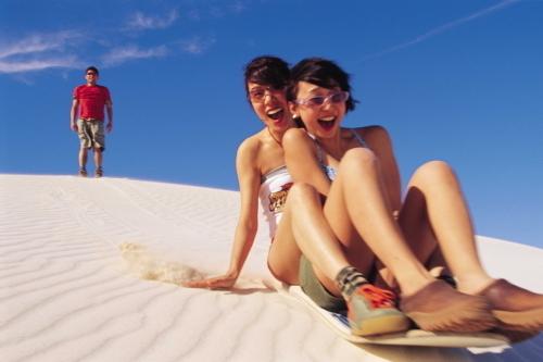 砂丘では砂すべりも