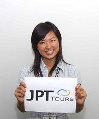 空港到着時にはガイドが「JPT TOURS」の看板を持ってお出迎えします。