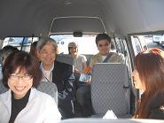 日本語送迎なのでバスの中は和気あいあい。