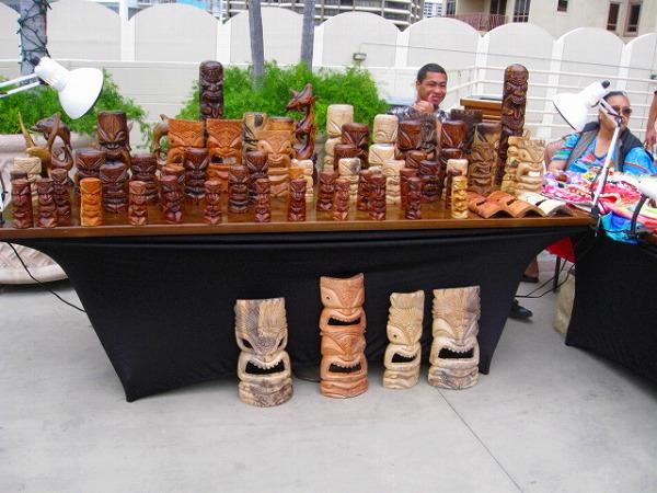 ハワイの工芸品の展示