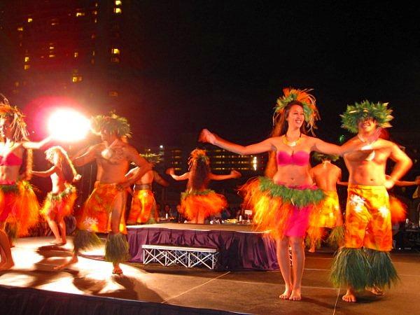 南太平洋の島々に伝わる伝統のダンス
