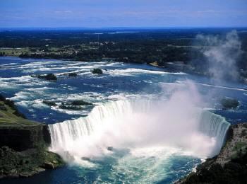 広大なナイヤガラの滝
