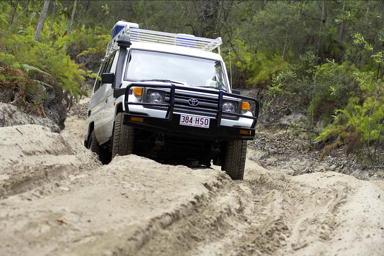 デザートサファリコース・4WDではこんな悪路も!