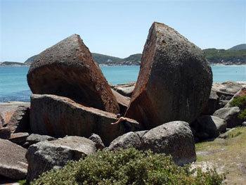 大自然が形成した神秘的な岩