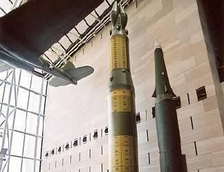 ロケットも展示。