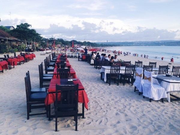 ジンバランビーチのレストラン