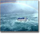 ナイアガラクルーズから虹が見える事もあるんだよ。(ナイアガラパークス写真提供)