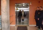 エレベーターで降りて、いよいよね。(ナイアガラ観光局写真提供)