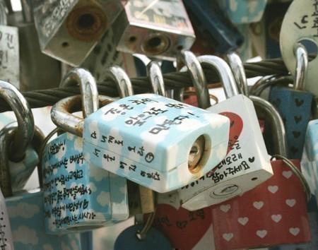 Nソウルタワー名物「愛の鍵」
