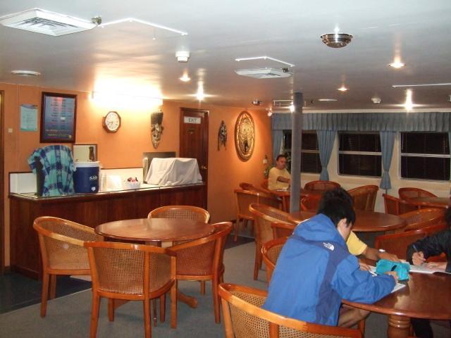 船内レストラン