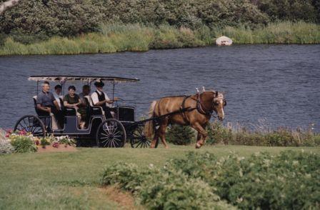 「輝く湖水」も馬車でゆったり