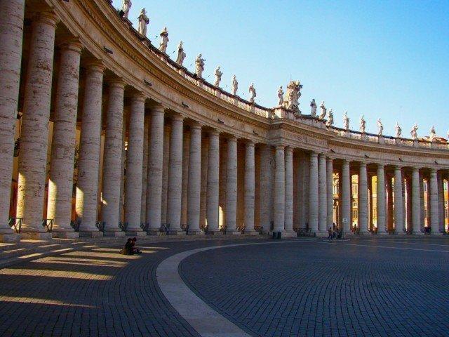 サン・ピエトロ広場の列柱