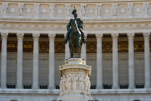 エマヌエーレ2世の像