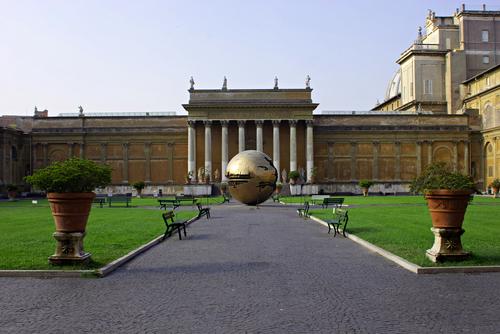 ヴァチカン美術館の中庭