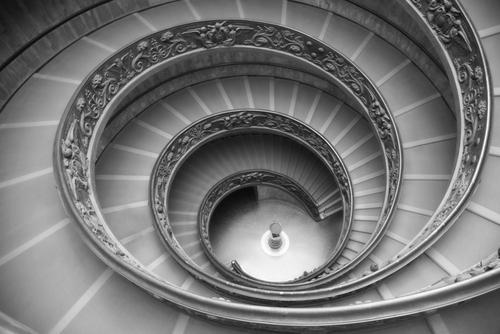 館内のらせん階段