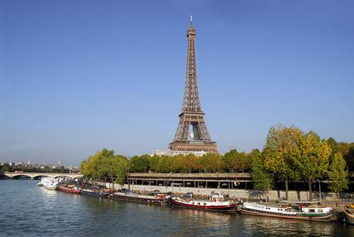 セーヌ川からはパリのいろんな景色が楽しめます
