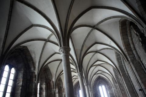様々な建築様式からなるモンサンミシェル