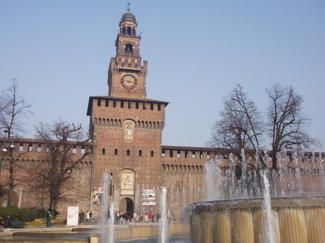 スフォルツェスコ城へ