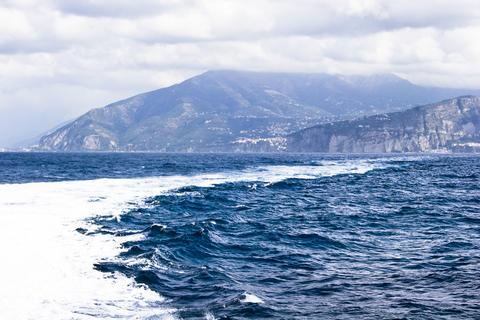 カプリ島が見えてきた!