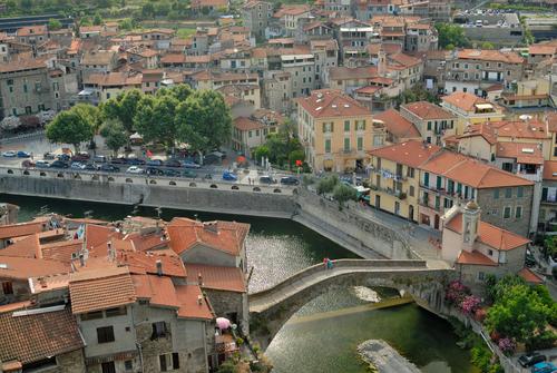 イタリア ドルチェアクアの街並み
