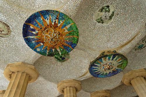 グエル公園内部の天井