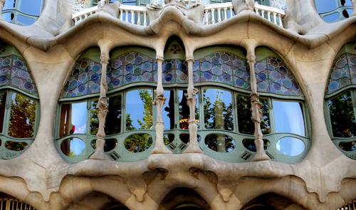 精緻なカサパットリョの窓枠