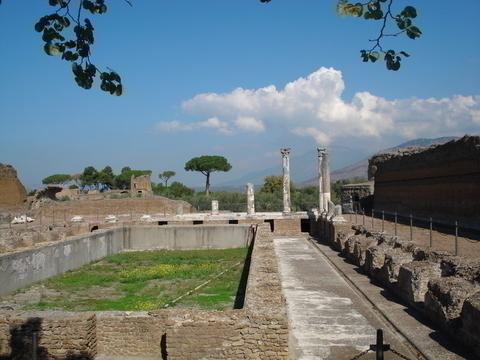 ローマ時代の遺跡が残る
