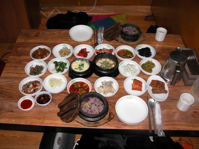昼食の韓国家庭御膳