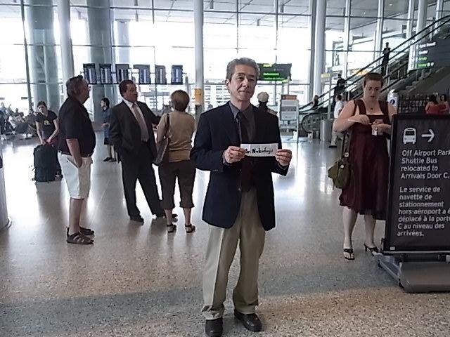 トロント空港、出口でガイドがお出迎え