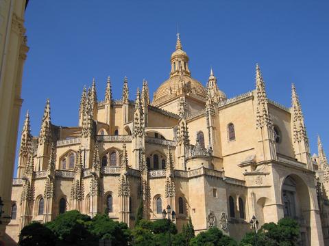 「カテドラルの貴婦人」と呼ばれるセゴビアの大聖堂