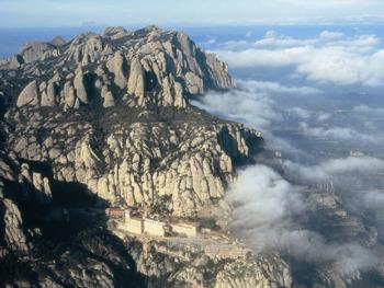 上空から撮影したモンセラットの全景