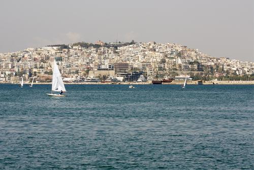 ピレウス港を出港