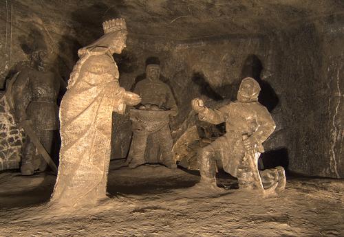 ヴィエリチカ 岩塩の彫刻