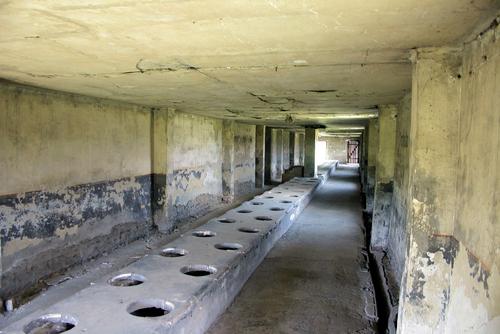 アウシュビッツ強制収容所 トイレの様子