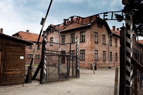 アウシュビッツ第一強制収容所の正面ゲート