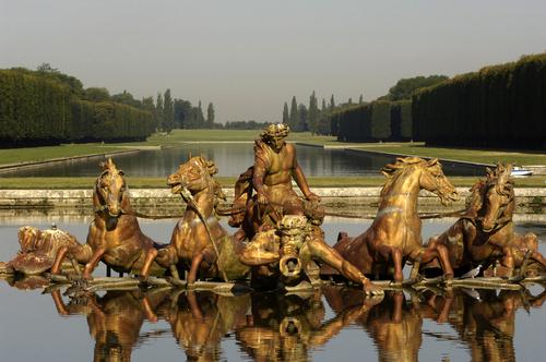 ベルサイユ宮殿の庭園の彫刻