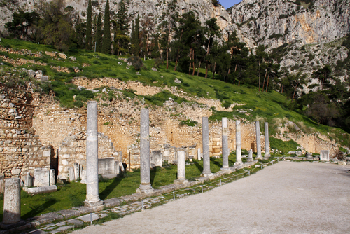 デルフィ遺跡に残る円柱